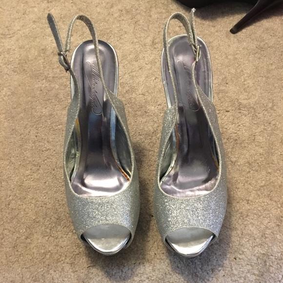 Michaelangelo Shoes - Silver pumps